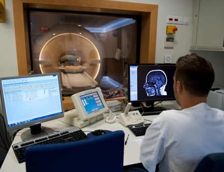 The HUB performs the first MRI in Spain to an obsessive patient