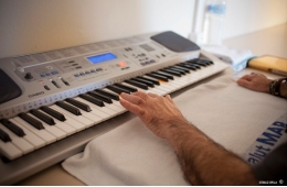 Music therapy improves the mood and life quality of patients